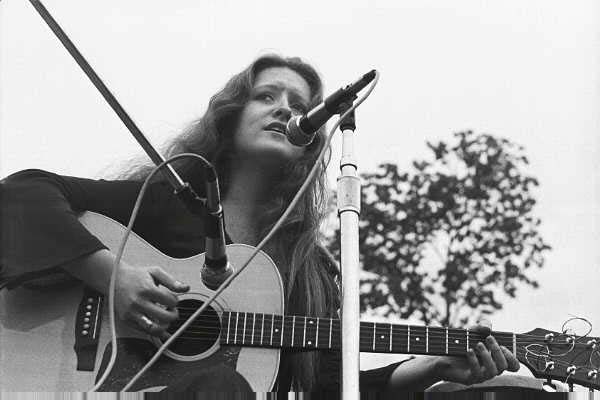 Bonnie Raitt on the boston Common supporting the Vietnam Veterans Agains the War, 1971.