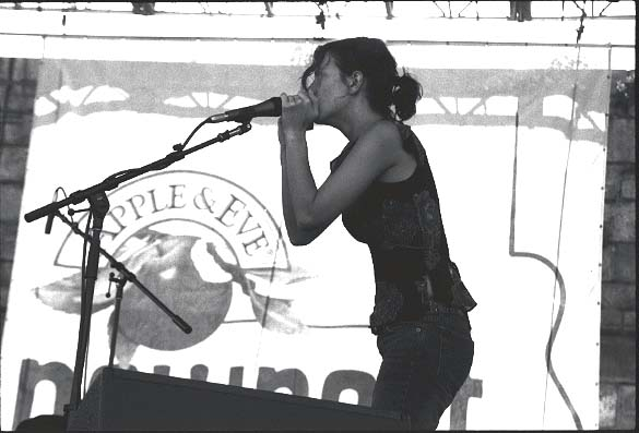 Vikki Simpson of The Waifs at Newport, 2002.